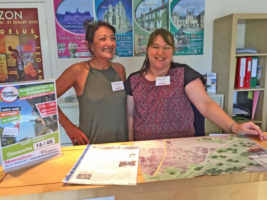 Agnès Batteux et Edwige Cacouault, les hôtesses de l'Office du Tourisme de Barbizon